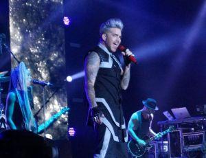 Adam Lambert w Warszawie dostał stringi fanki! Co z nimi zrobił?