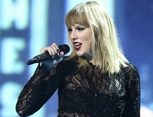 Taylor Swift podróżuje w walizce - o co chodzi?
